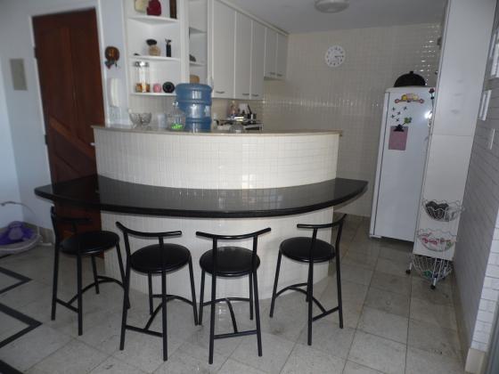 Apartamento com 2 quartos apenas 150 metros da Praia de Peracanga